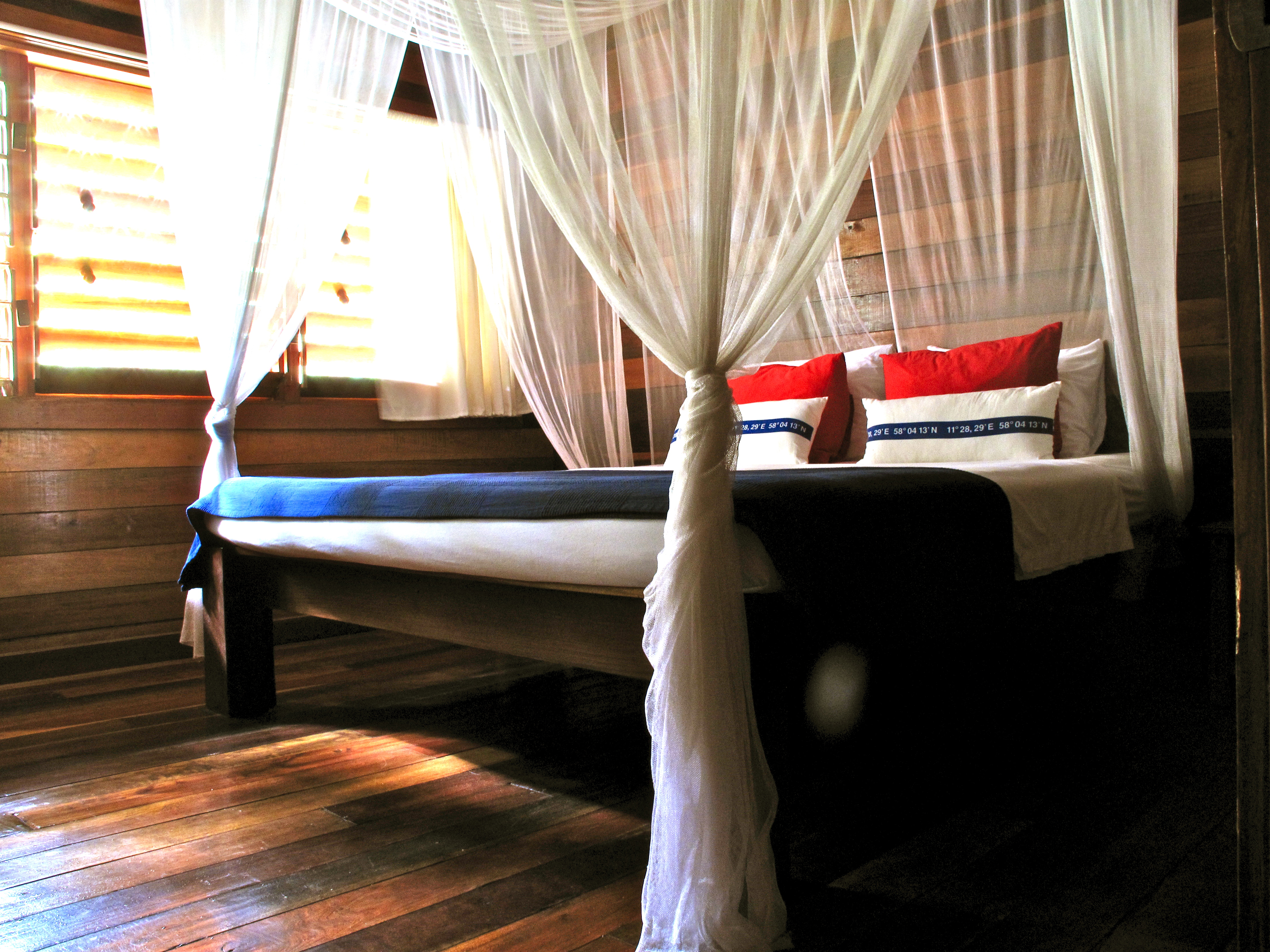 Chac, Huracan Diving Lodge guest room with King Size Bed, Lightouse Reef Atoll